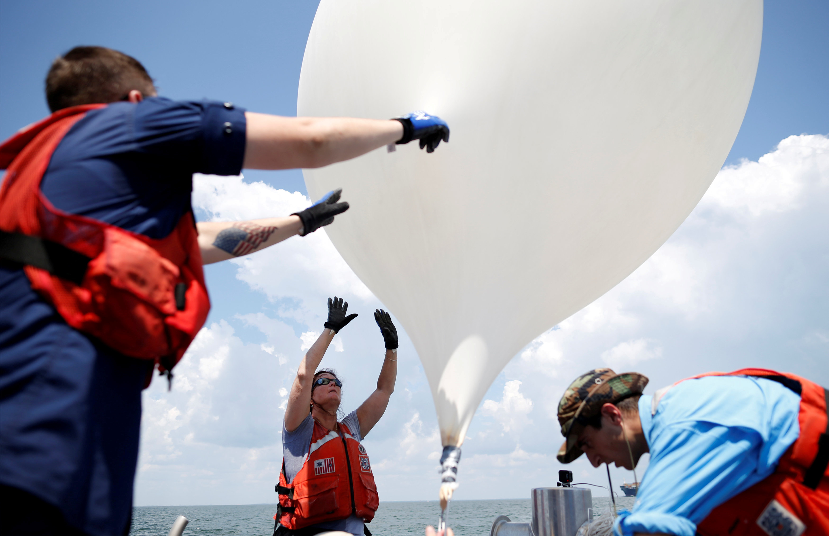 العلماء يطلقون منطاد هواء لاتقاط البث المباشر للحظات الكسوف