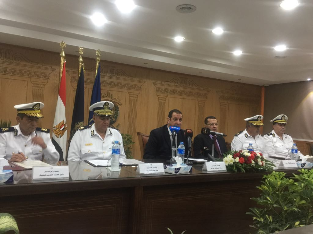 وزير الداخلية يوافق على قبول دفعة جديدة من الراغبين في الالتحاق بالشرطة كـمعاوني أمن (1)