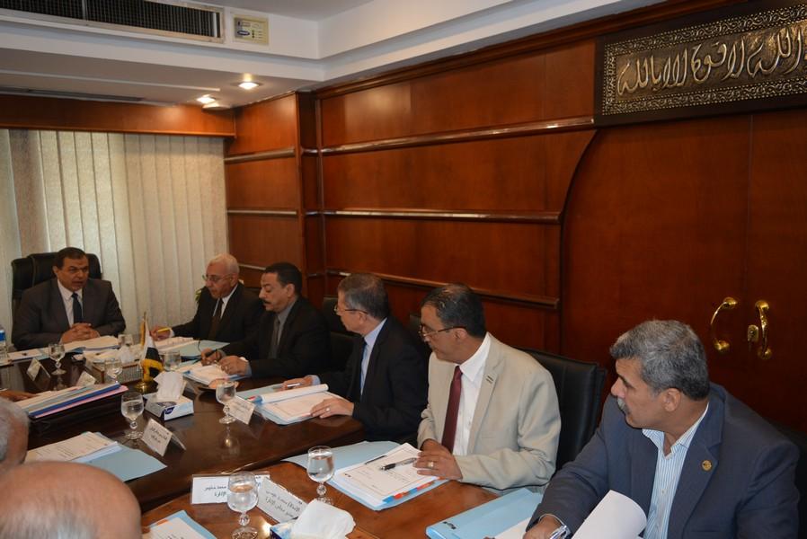 اجتماع مجلس إدارة الصندوق برئاسة وزير القوى العاملة (2)