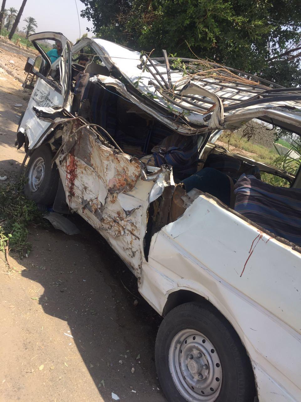 جانب السيارة المحطم بعد الحادث