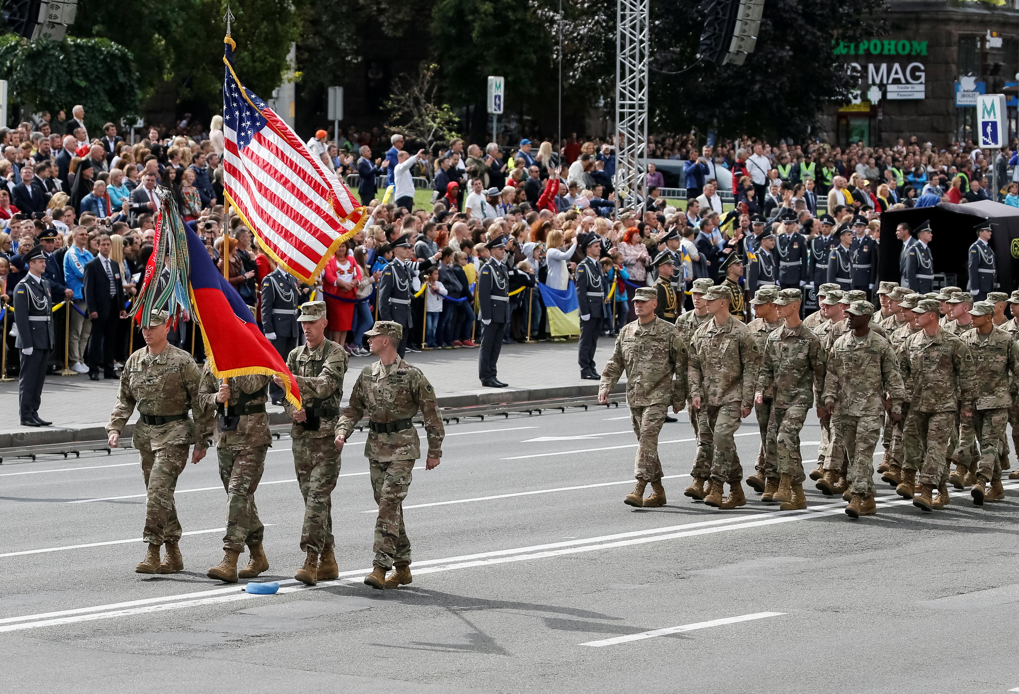قوات أمريكيةتشارك فى احتفالات عيد استقلال أوكرانيا