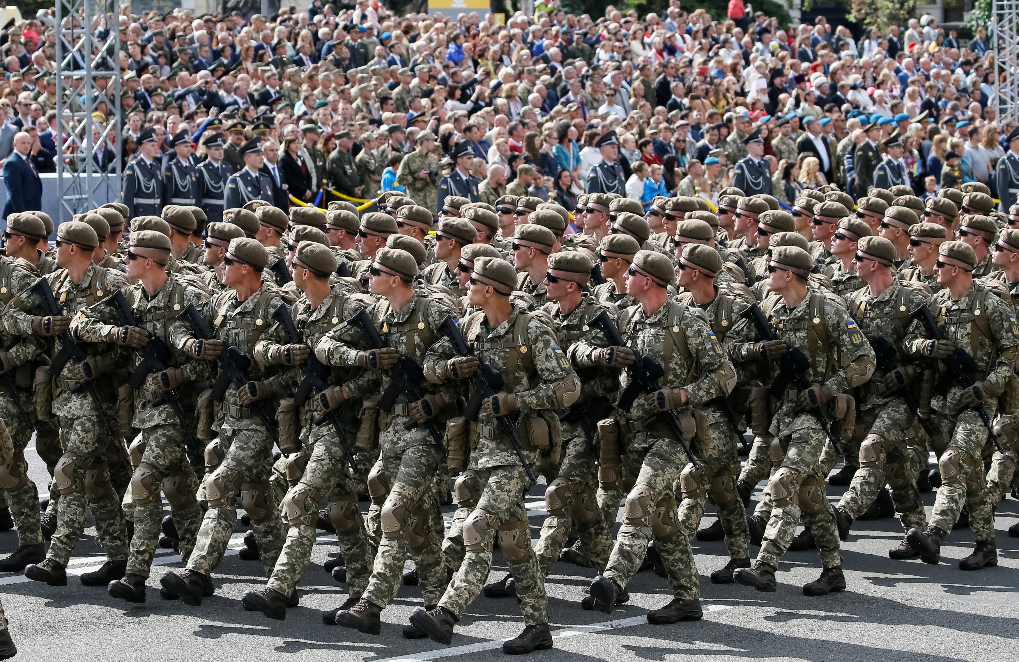 القوات الأوكرانية المشاركة فى احتفالات عيد الاستقلال