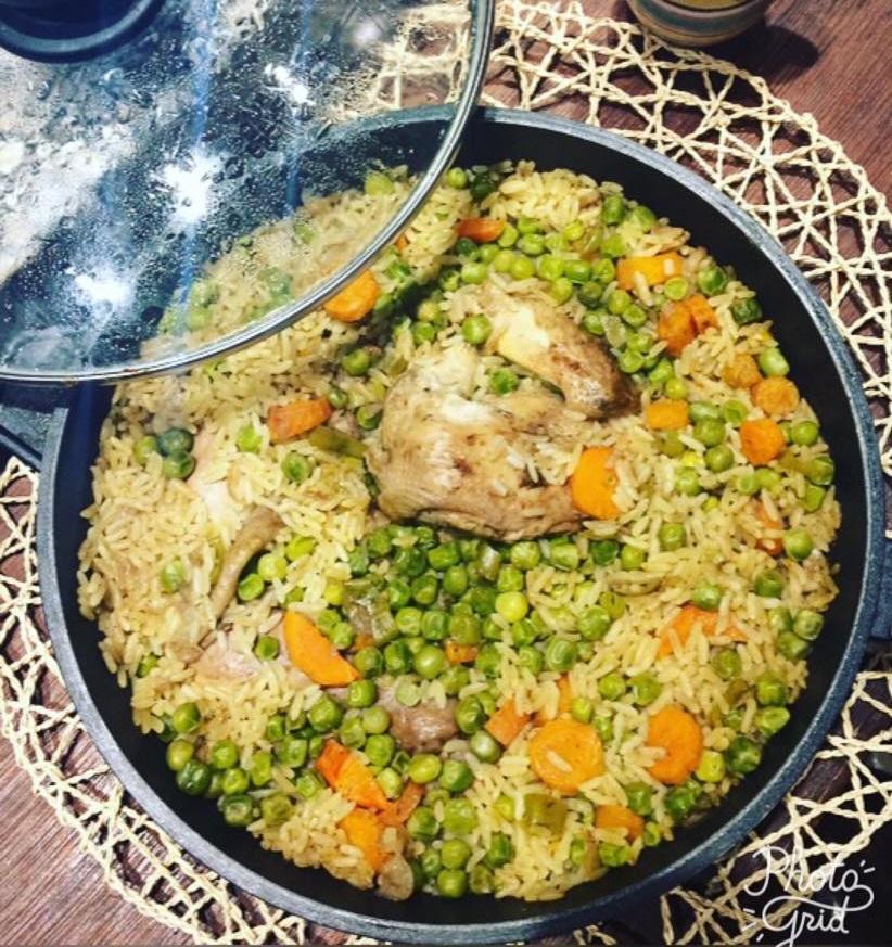 طريقة عمل صينية الرز بالبسلة والفراخ (2)