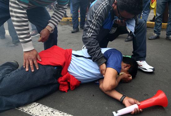 اصابة احد المتظاهرين خلال الاشتباكات