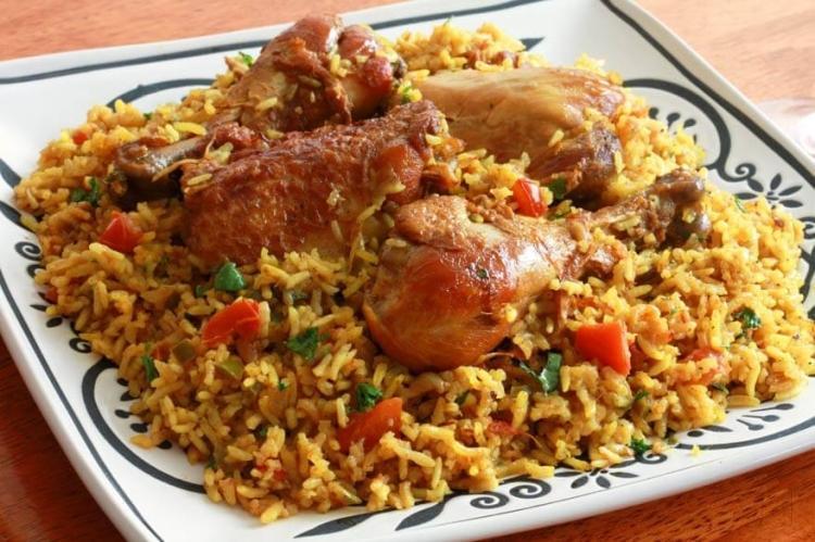 طريقة عمل صينية الرز بالبسلة والفراخ (1)
