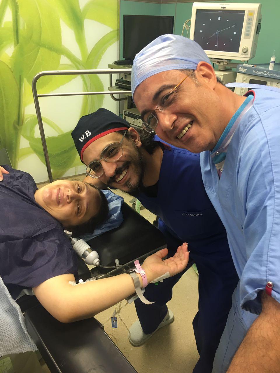 المريضة والطبيب والاب بعد الولادة