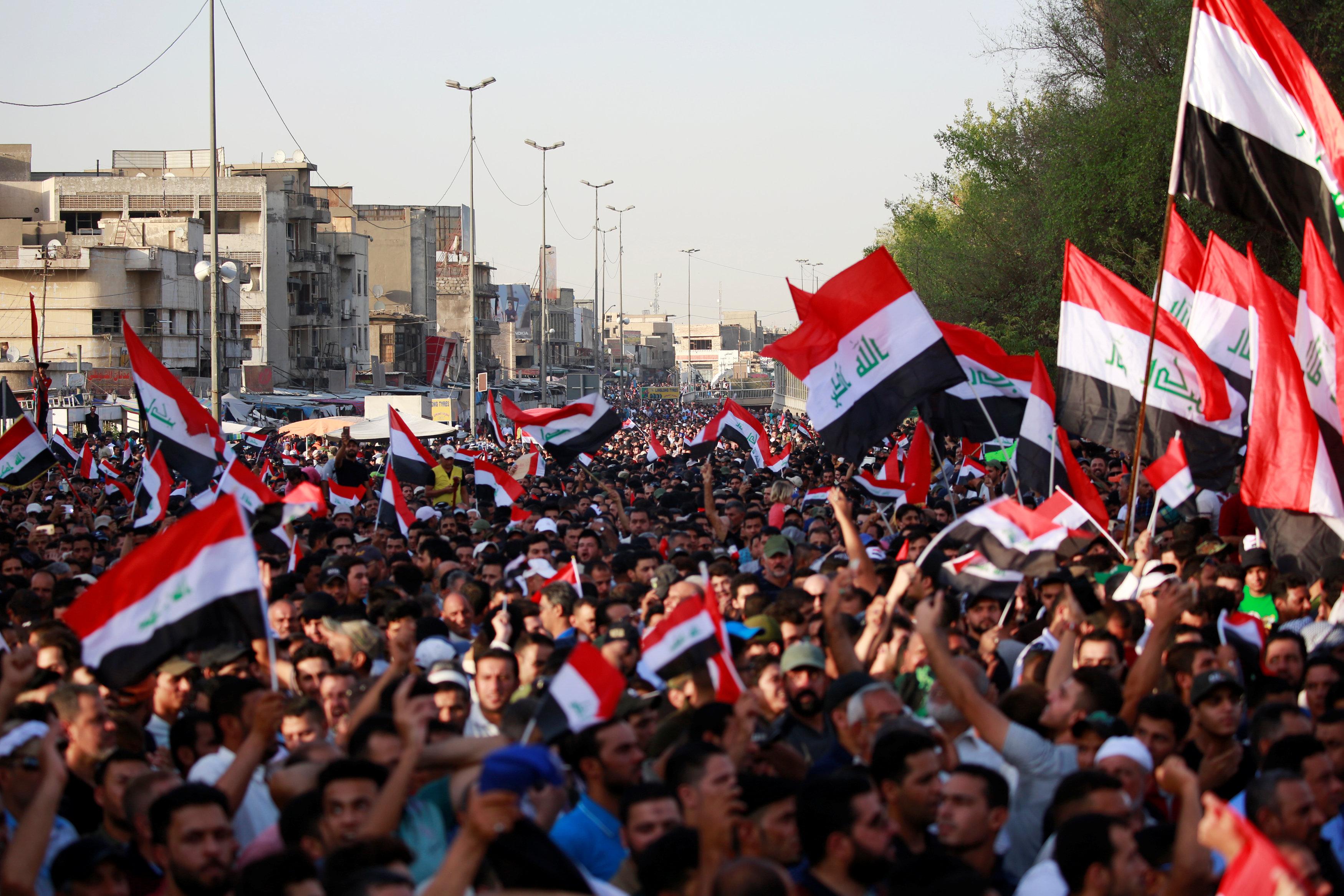آلاف الصدريين فى بغداد