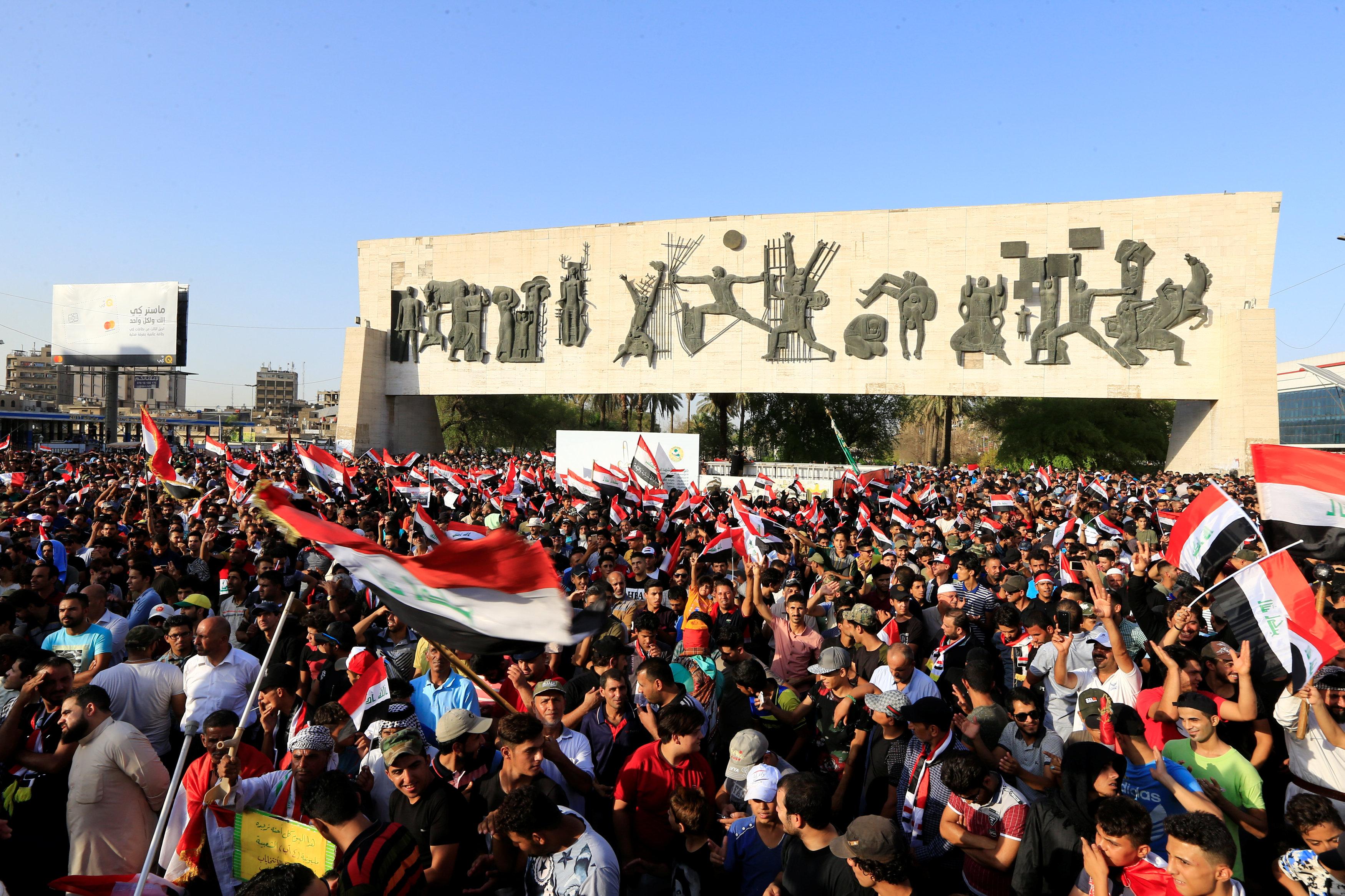 الحشود في ساحات التحرير ببغداد
