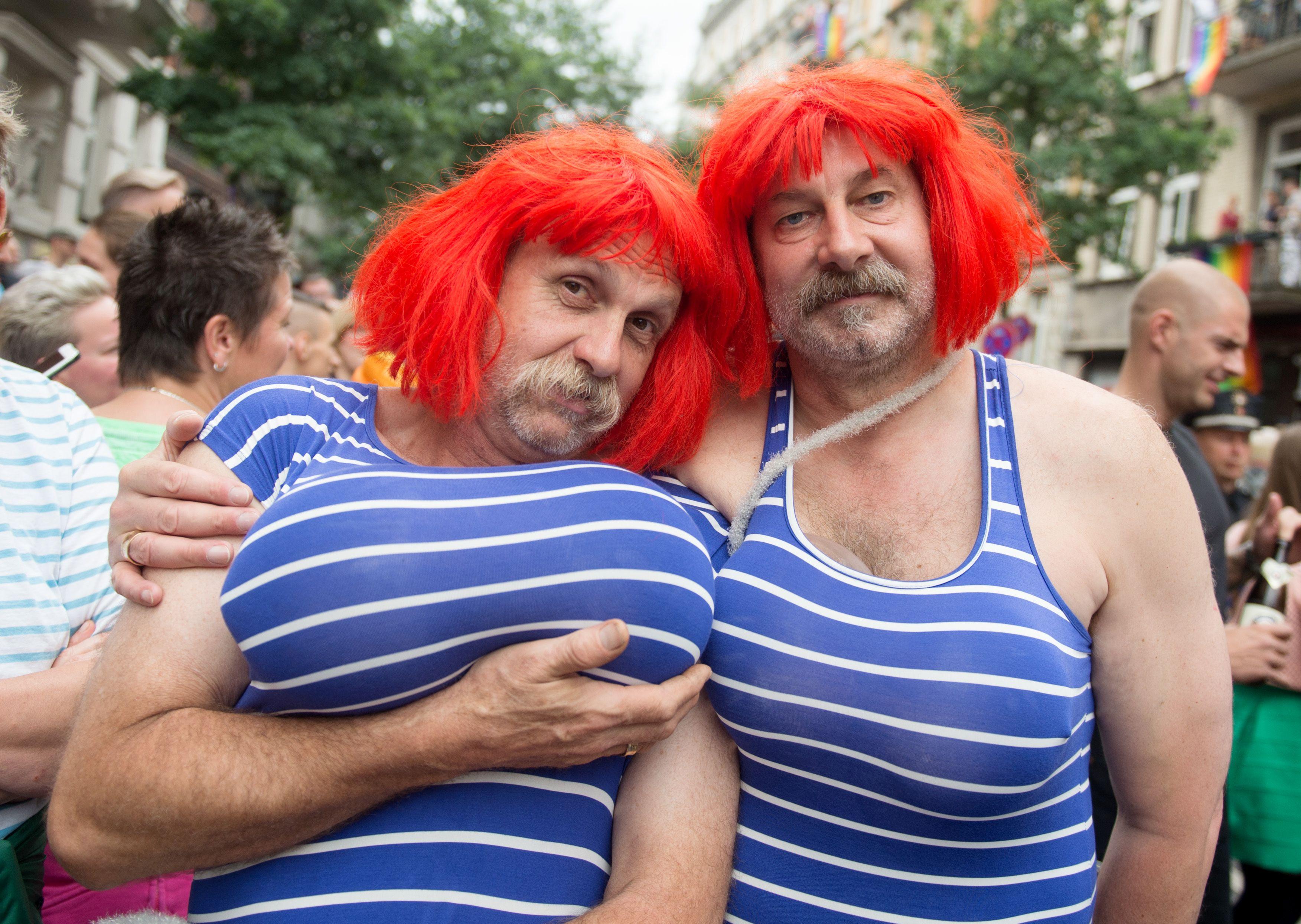بالصور.. مسيرات للمثليين فى ألمانيا والسويد للاحتفال بـ