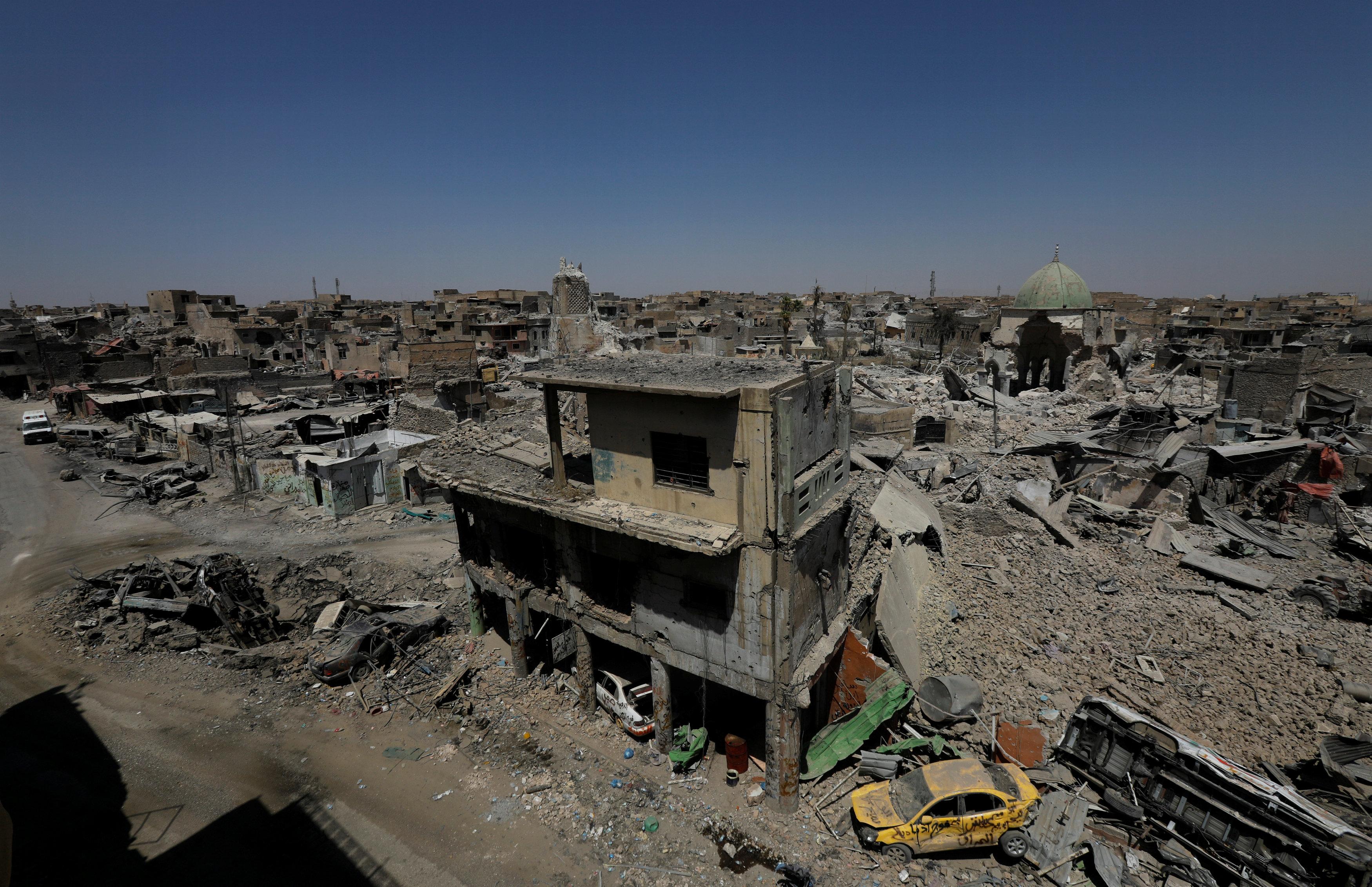بالصور.. عراقيون يعيشون على أطلال مدينة الموصل القديمة - اليوم السابع