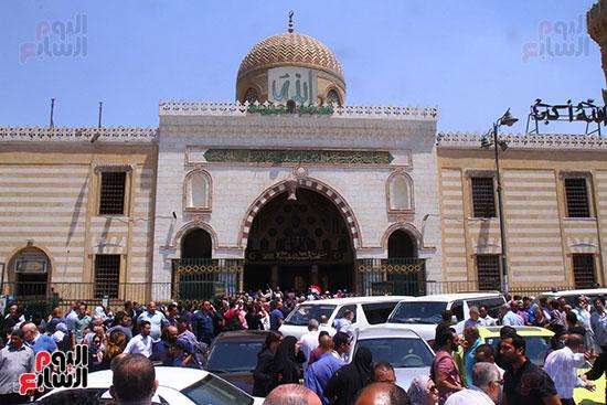 مسجد السيدة نفيسة يستقبل جثمان على السمان