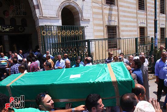 جثمان على السمان بعد الخروج من المسجد