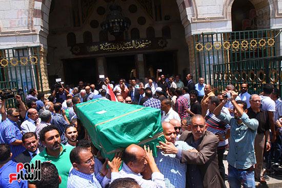 الكثيرون حرصوا على المشاركة فى الجنازة