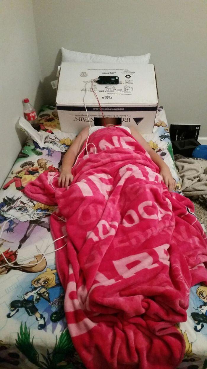 اختراع طفل فى غرفته