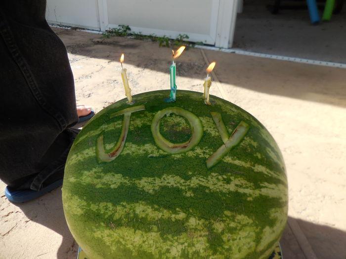 اختراع طفل فى عيد ميلاده