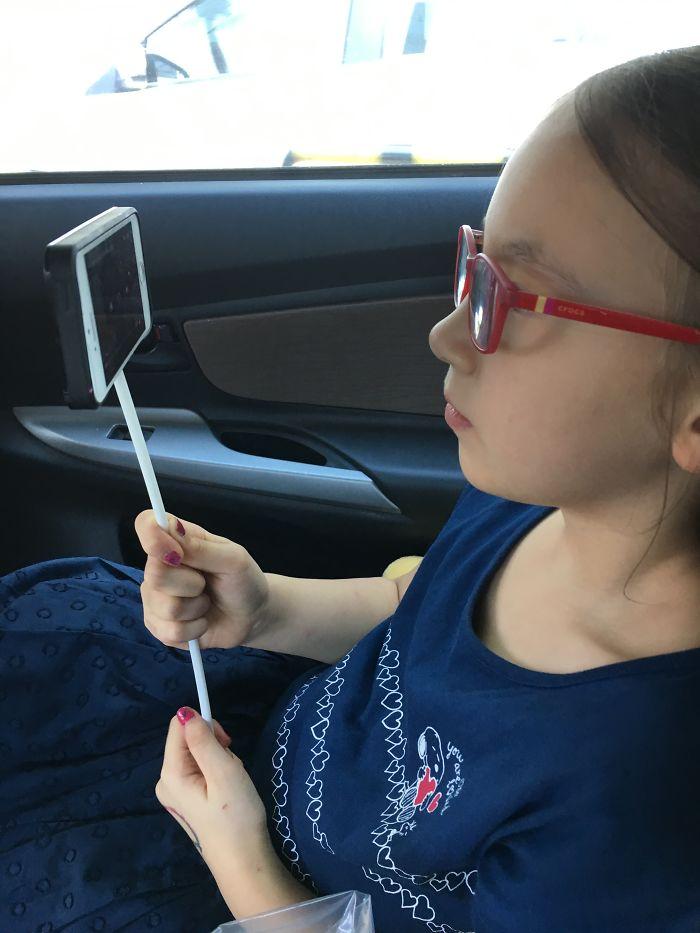اختراع طفلة1