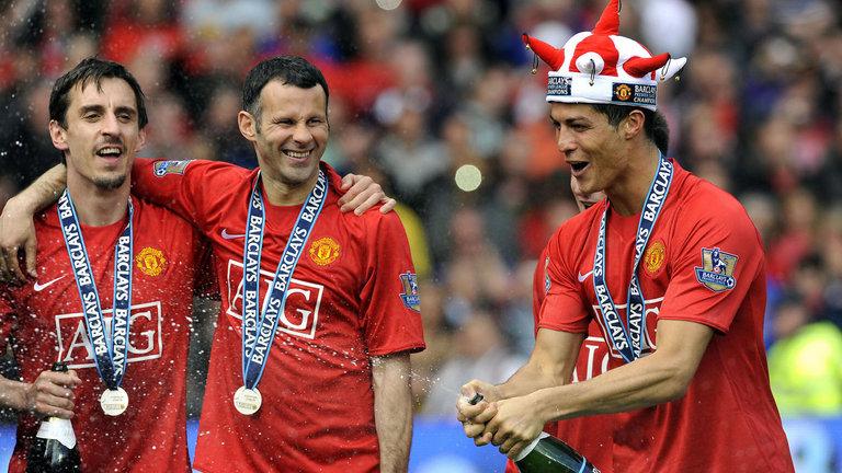 رونالدو يحتفل بلقب الدوري الإنجليزي فى مانشستر يونايتد