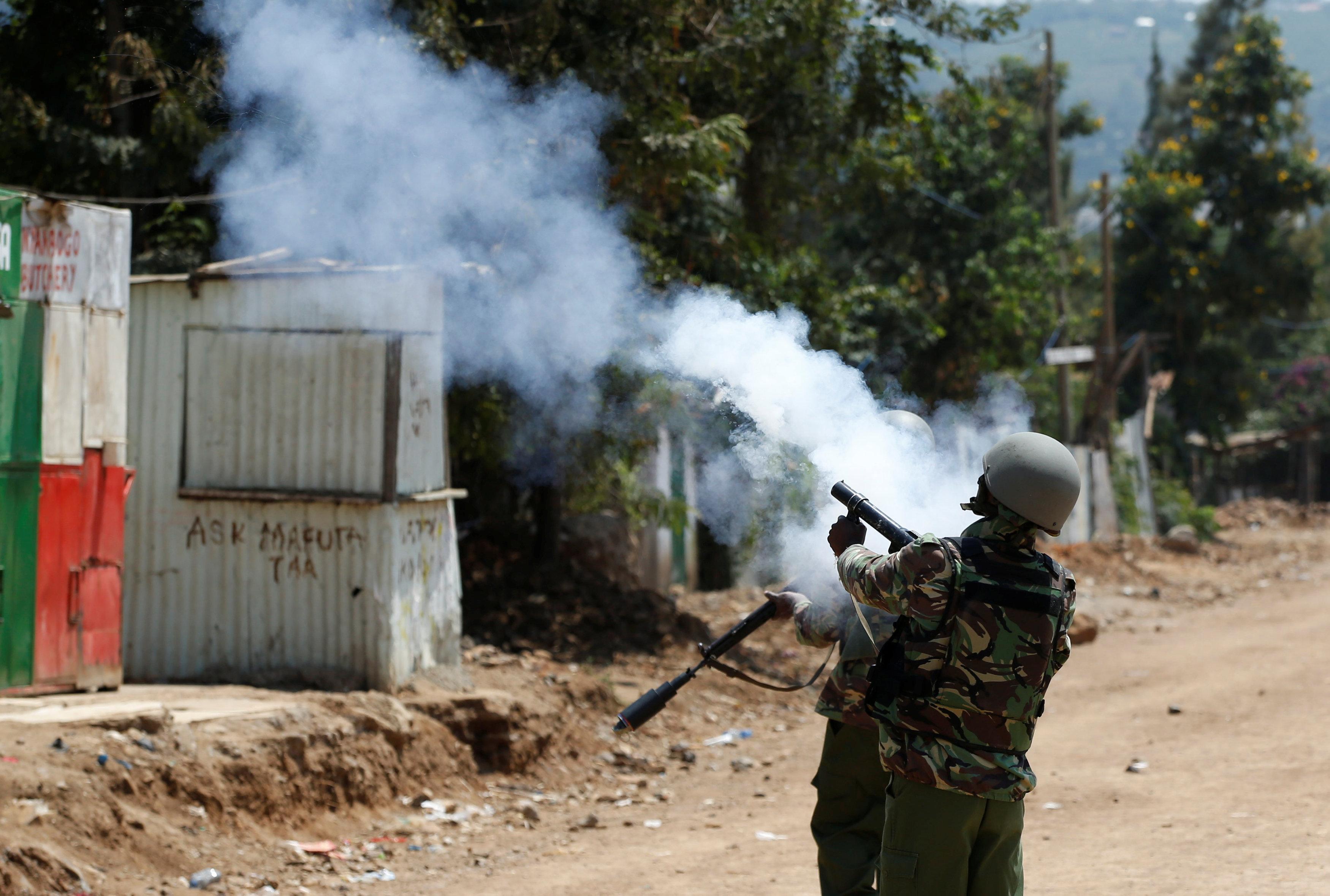 الشرطة الكينية تطلق الغاز المسيل للدموع