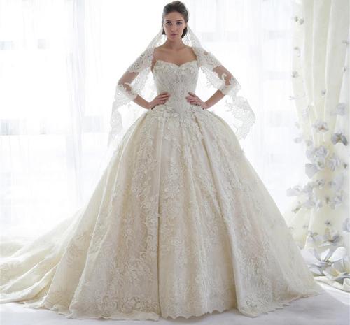 فستان فرح منفوش