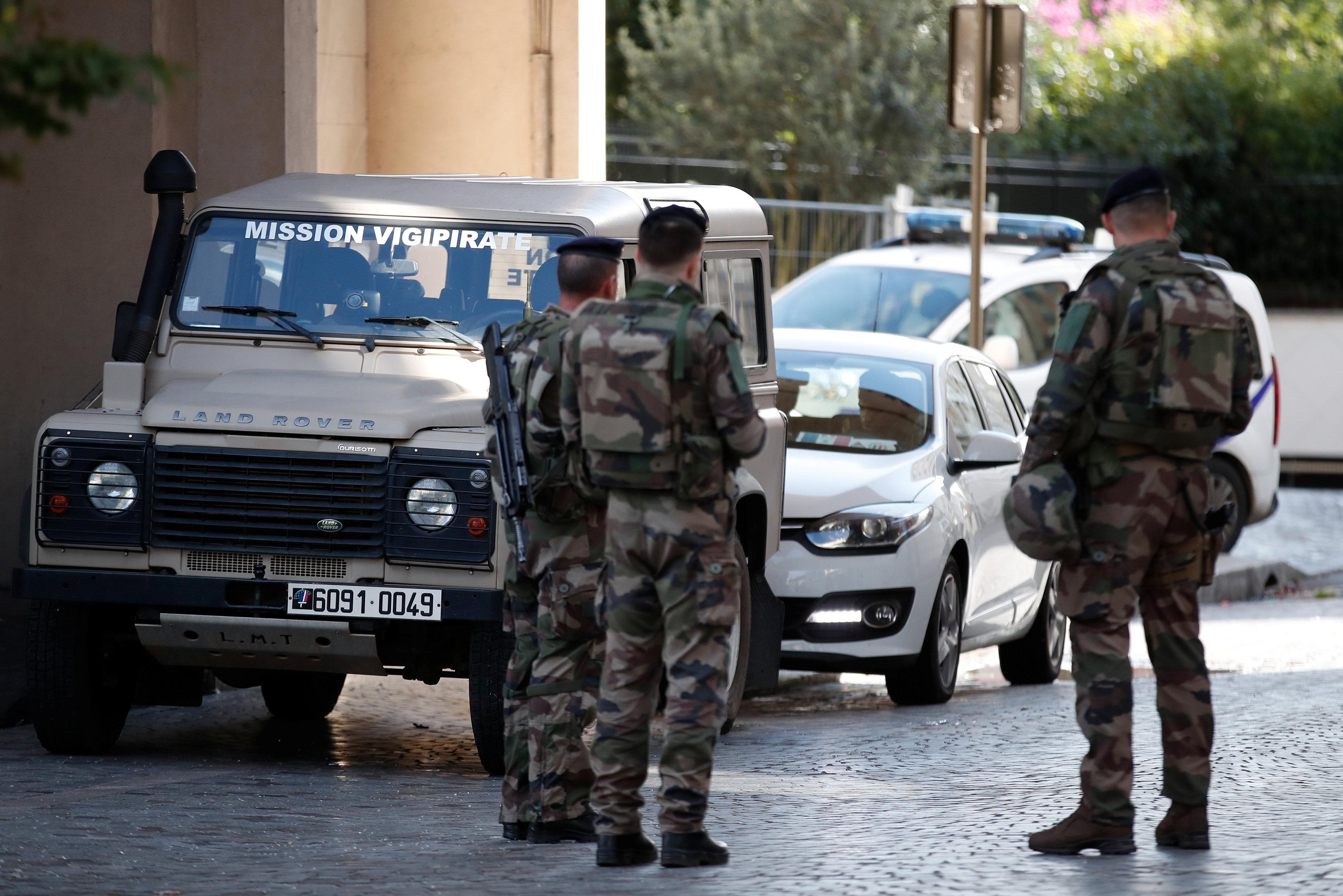 قوات الجيش الفرنسى