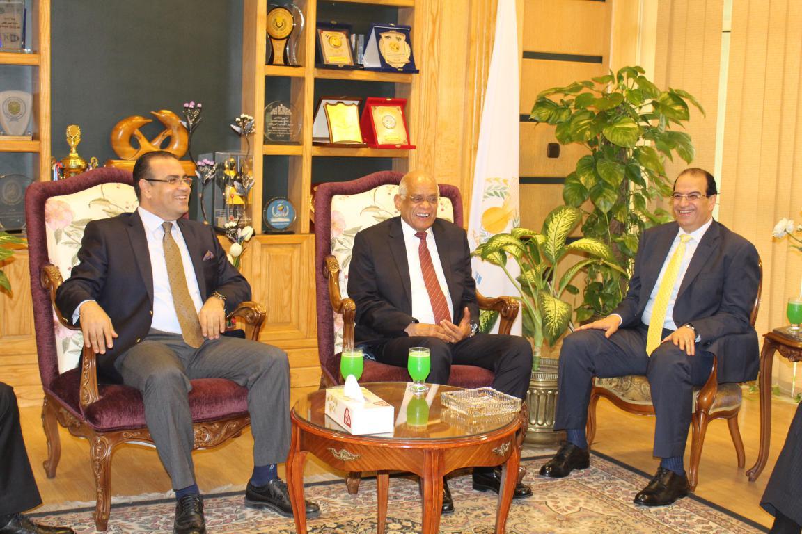 الدكتور على عبد العال رئيس مجلس النواب فى جامعة المنصوره لمناقشة رسالة دكتوراة
