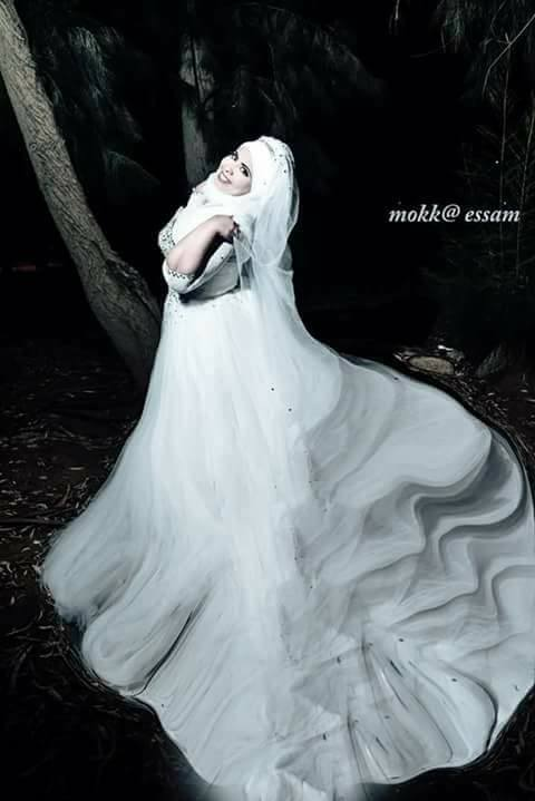 صورة أخرى بفستان الزفاف