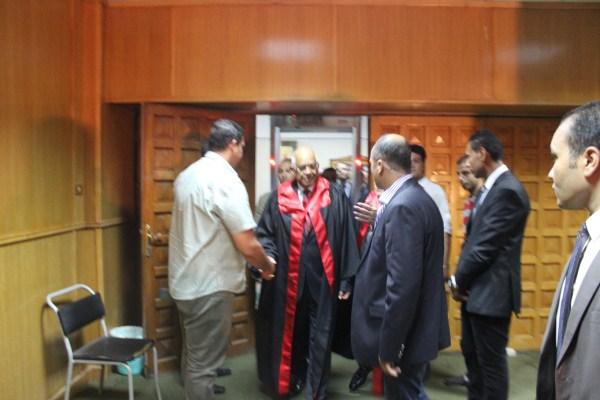 الدكتور على عبد العال قبل بدء مناقشة رسالة الدكتوراة