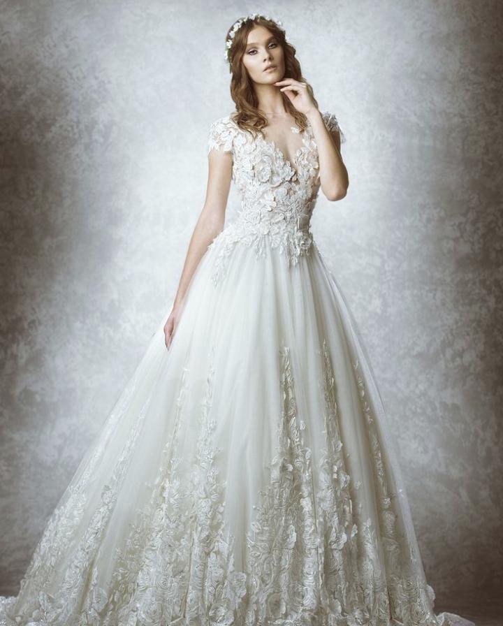 فستان زفاف منفوش..
