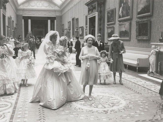 تحمل أصغر bridesmaid