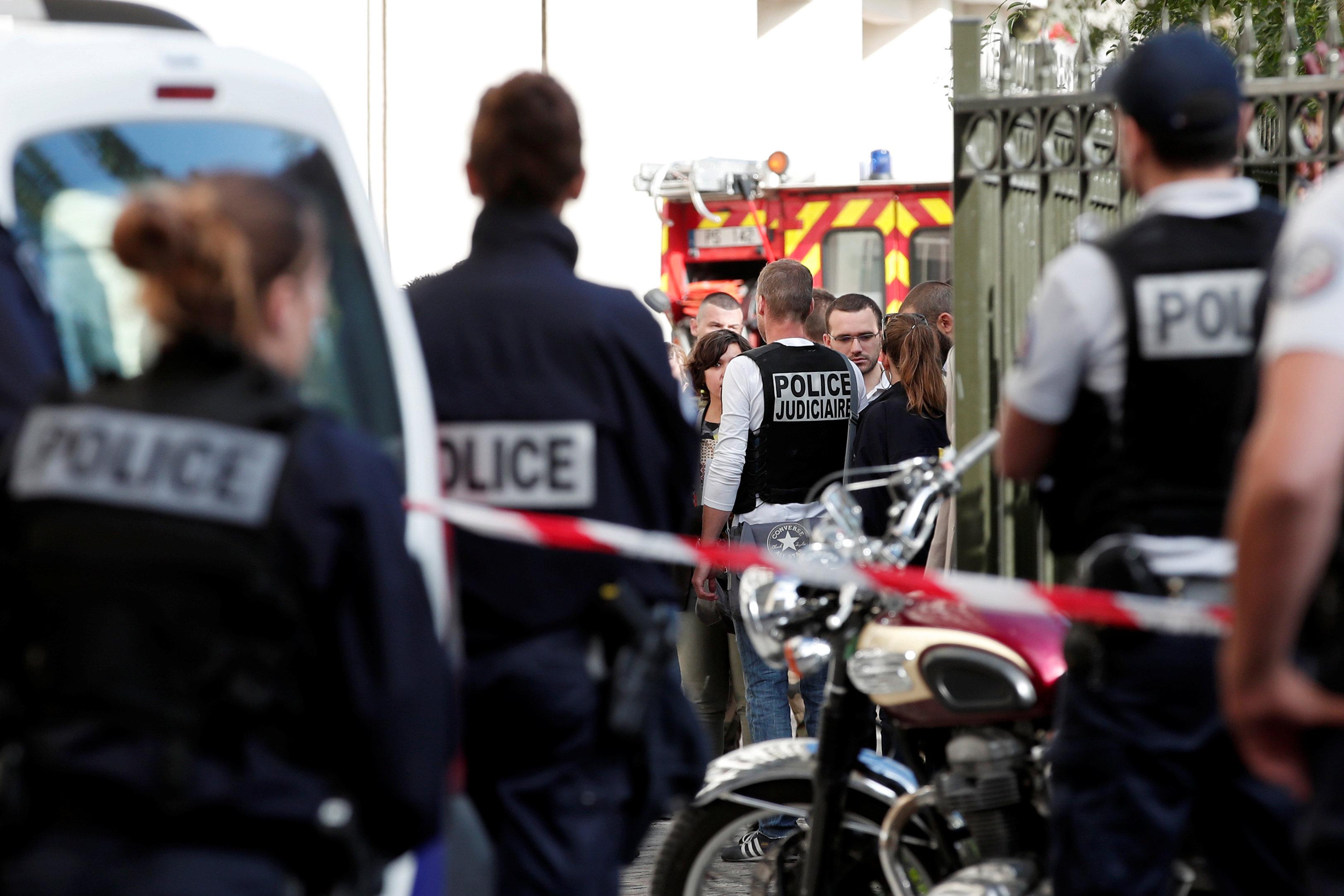 جانب من تواجد الشرطة الفرنسية
