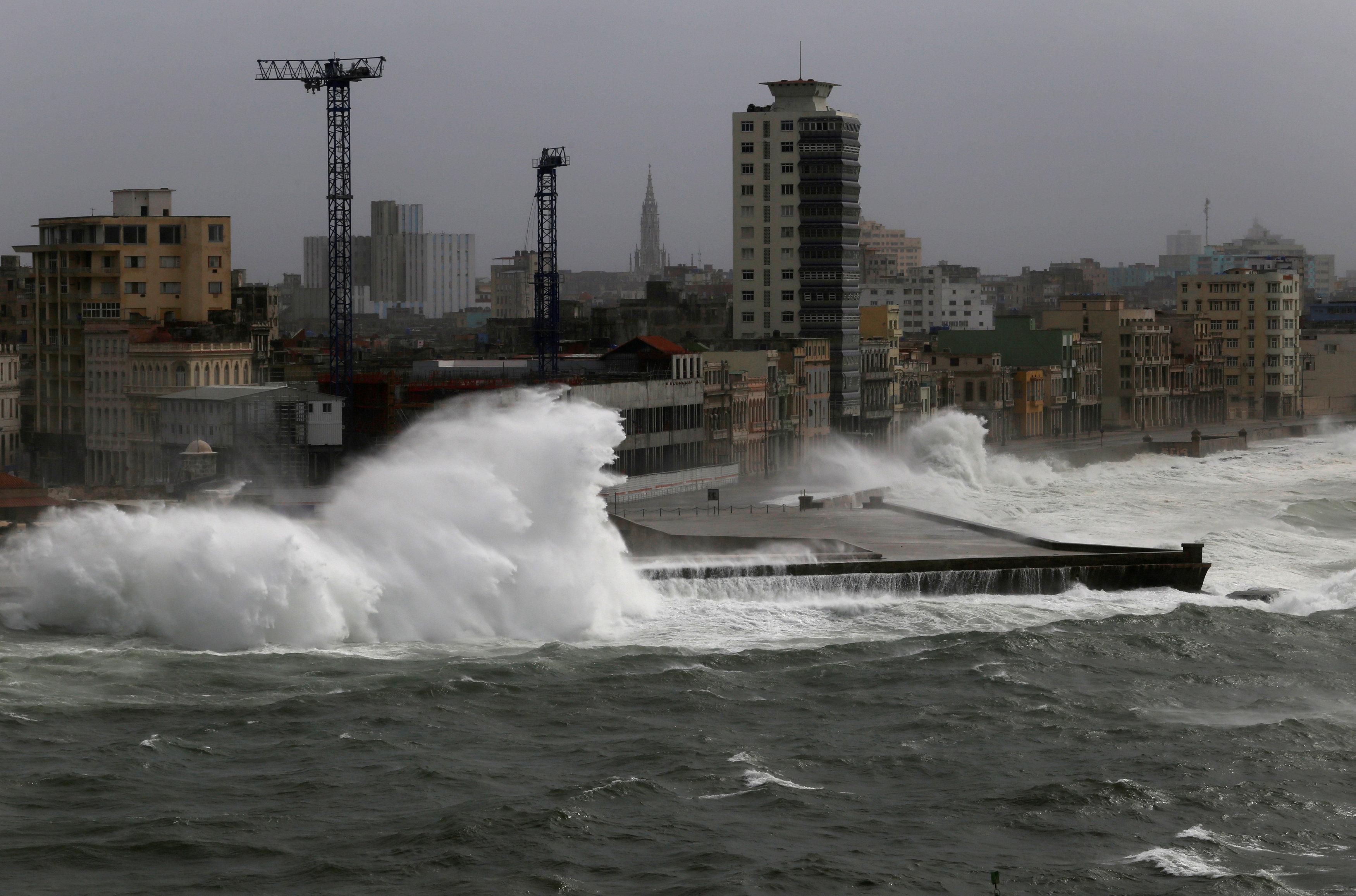 ارتفاع الأمواج بشكل كبير