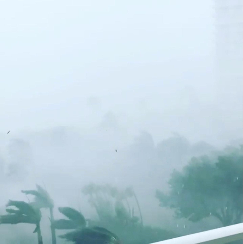 غياب الرؤية بسبب الاعصار إرما