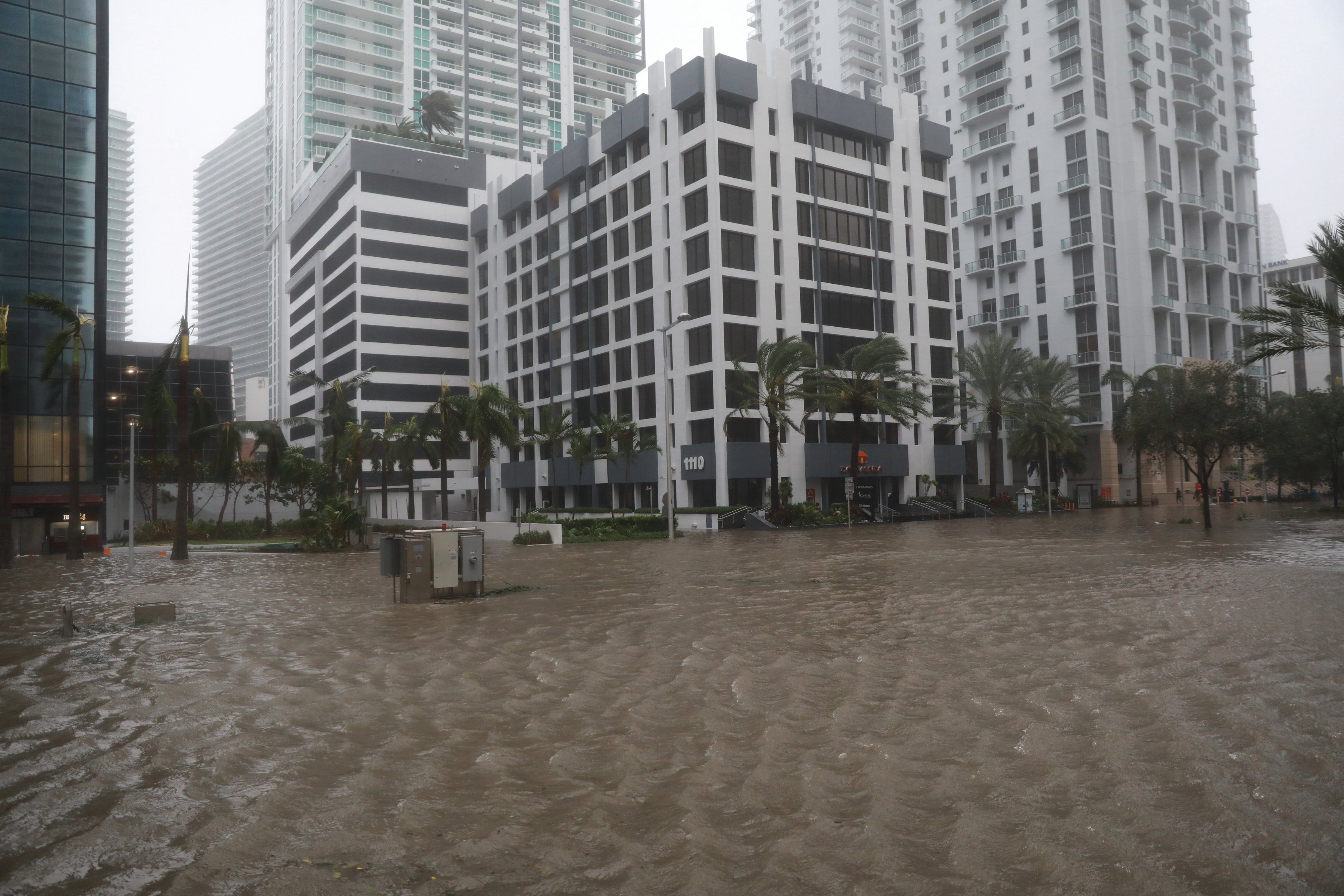 ارتفاع منسوب المياه فى شوارع فلوريدا