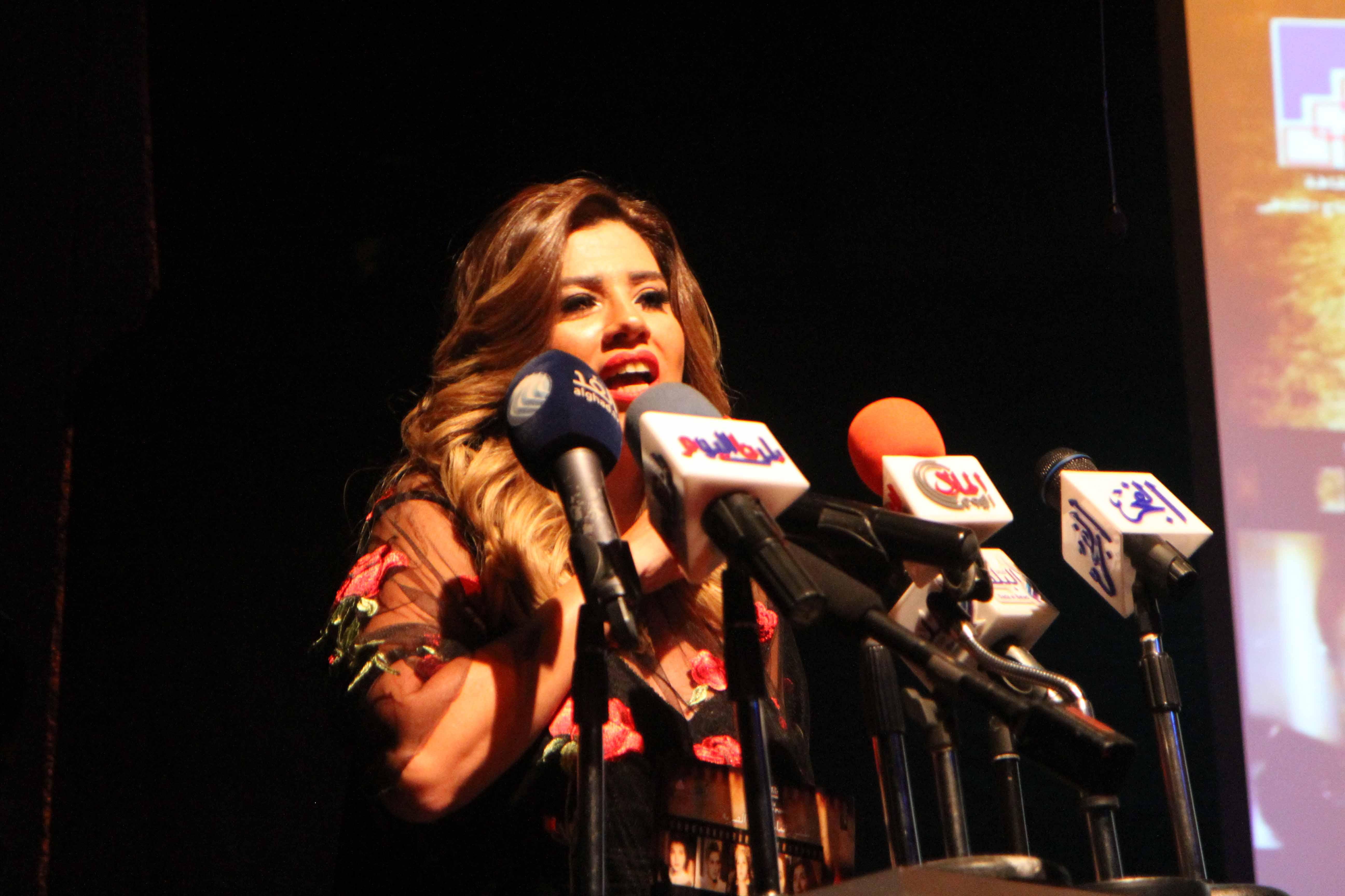 الفنانة رانيا فريد شوقي رئيس الملتقي في كلمتها في كلمتها