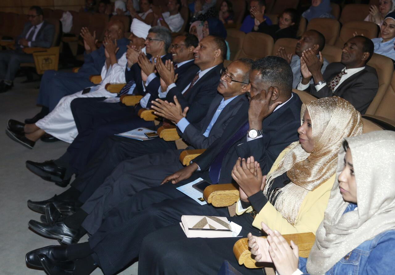 وفد من الخارجية السودانية فى مسرحية قواعد العشق الأربعين (8)