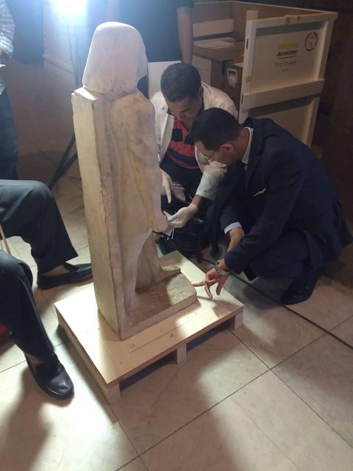 استمرار فض تغليف القطع الأثرية لمعرض عصر بناة الأهرامات العائد من اليابان (1)