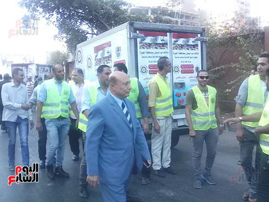 أسطول سيارات ائتلاف حب الوطن لبيع السلع الغذائية (1)