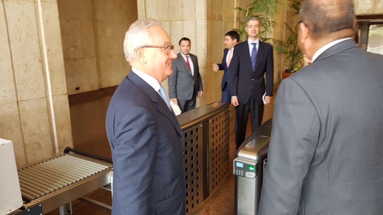 السفير الإيطالى خلال وصوله مقر وزارةا لخارجية
