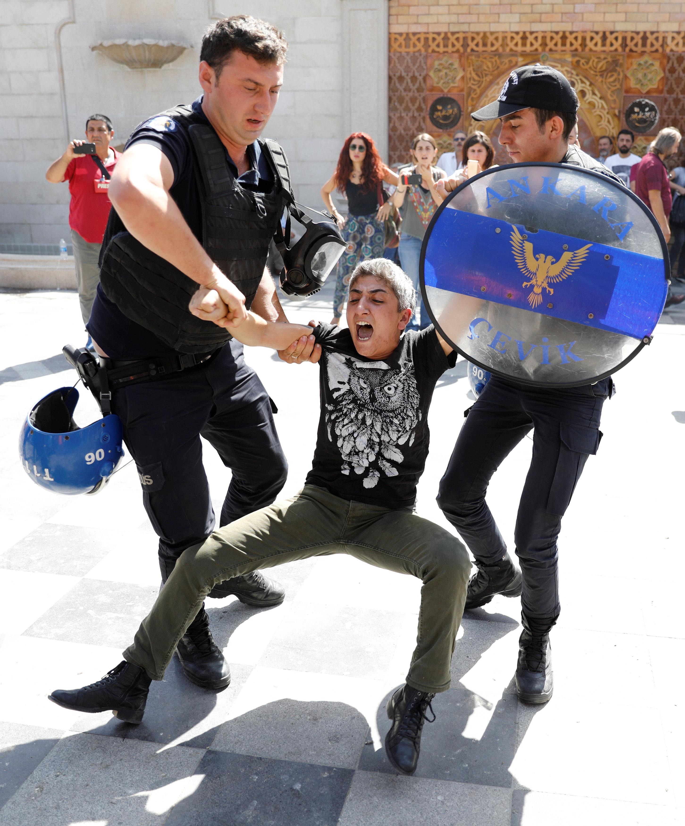 القبض على أحد المشاركين فى المظاهرة