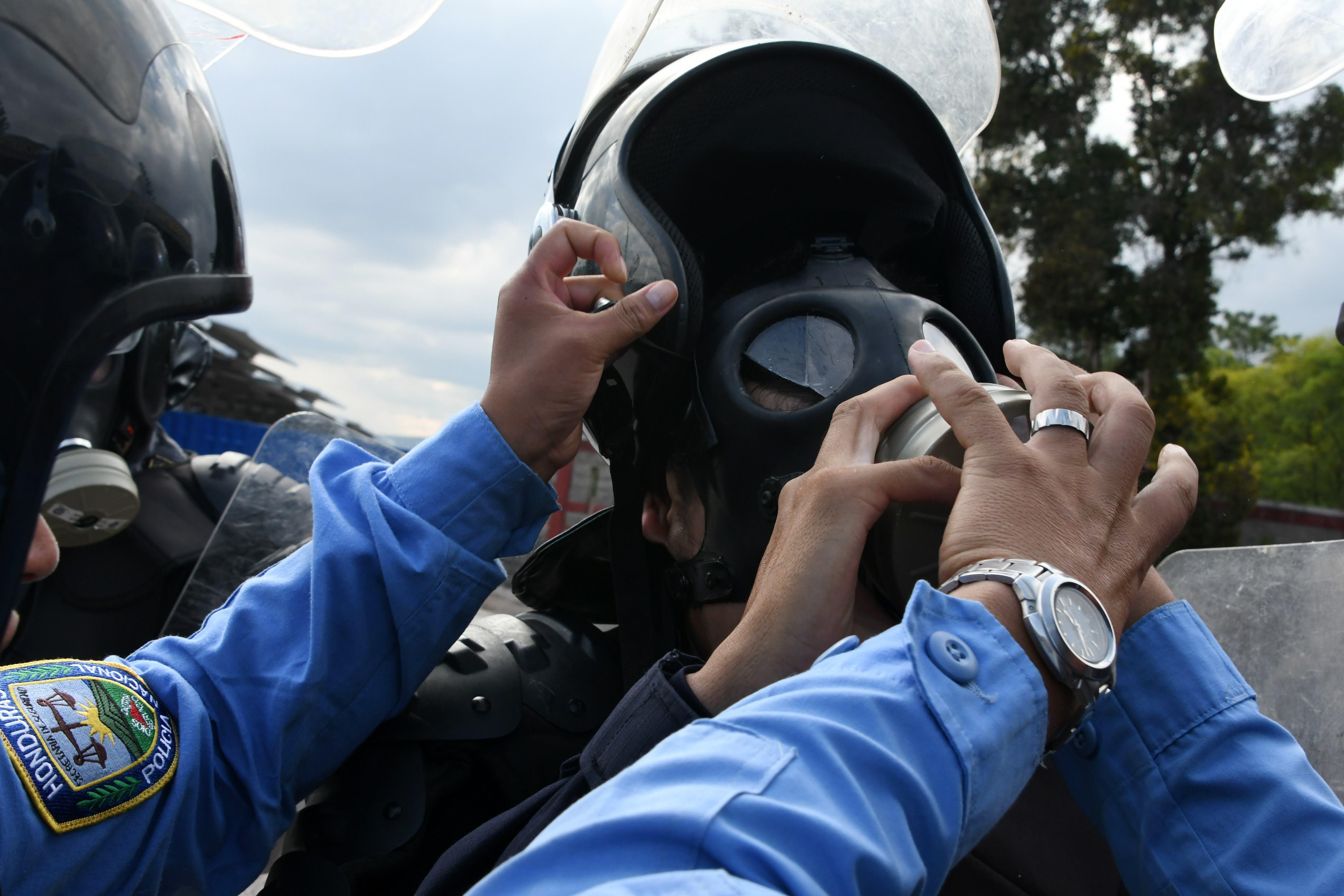 اختناق احد افراد الشرطة