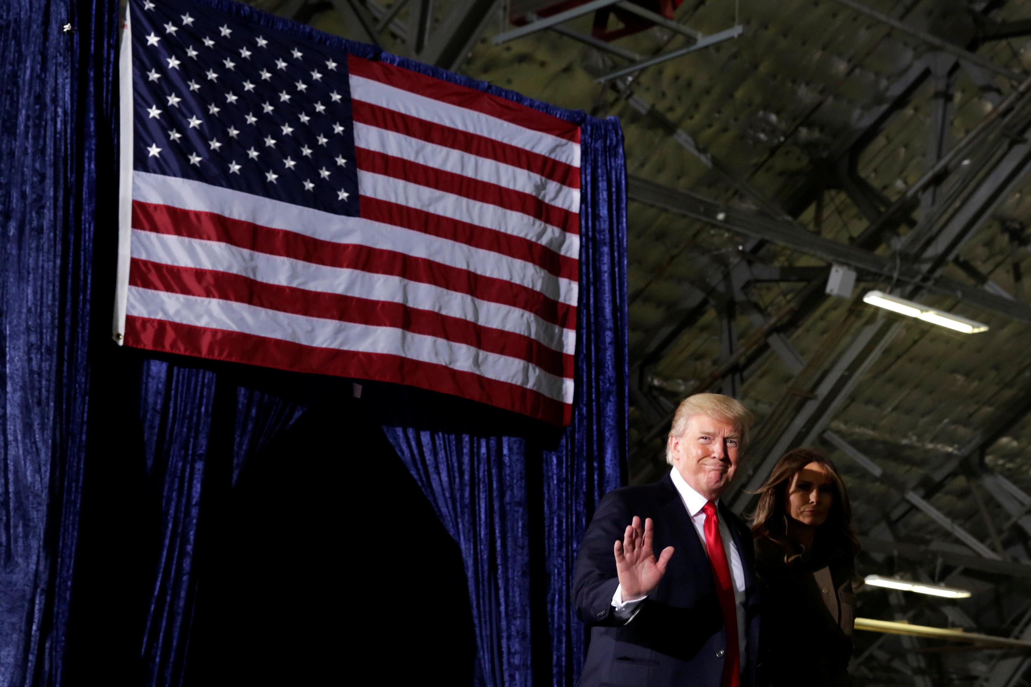 الرئيس الأمريكى دونالد ترامب برفقة زوجته
