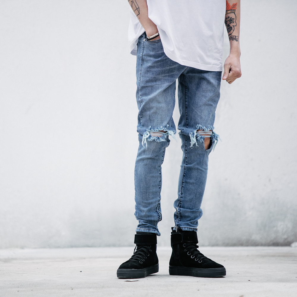 Ripped Jeans .