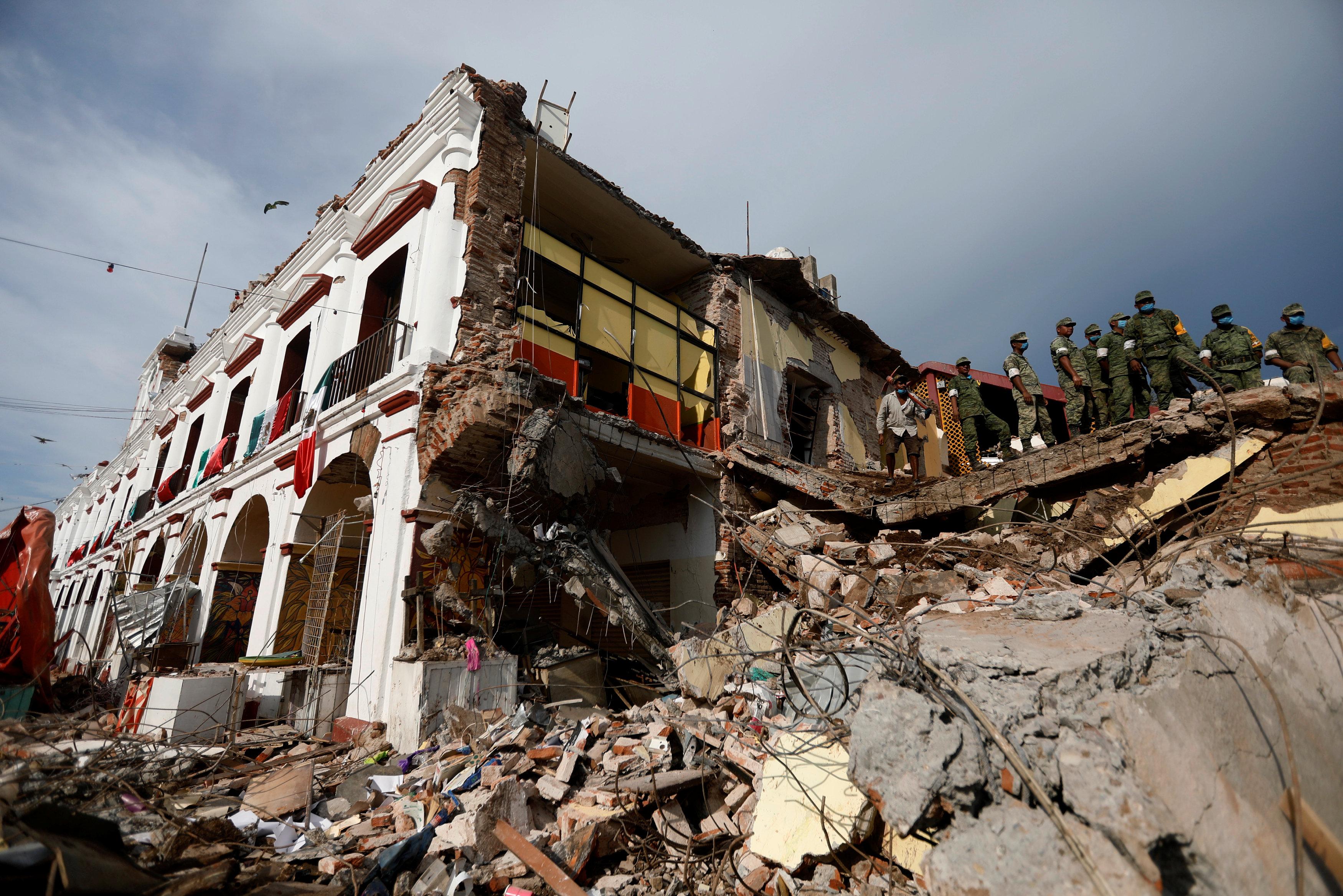 زلزال المكسيك (1)