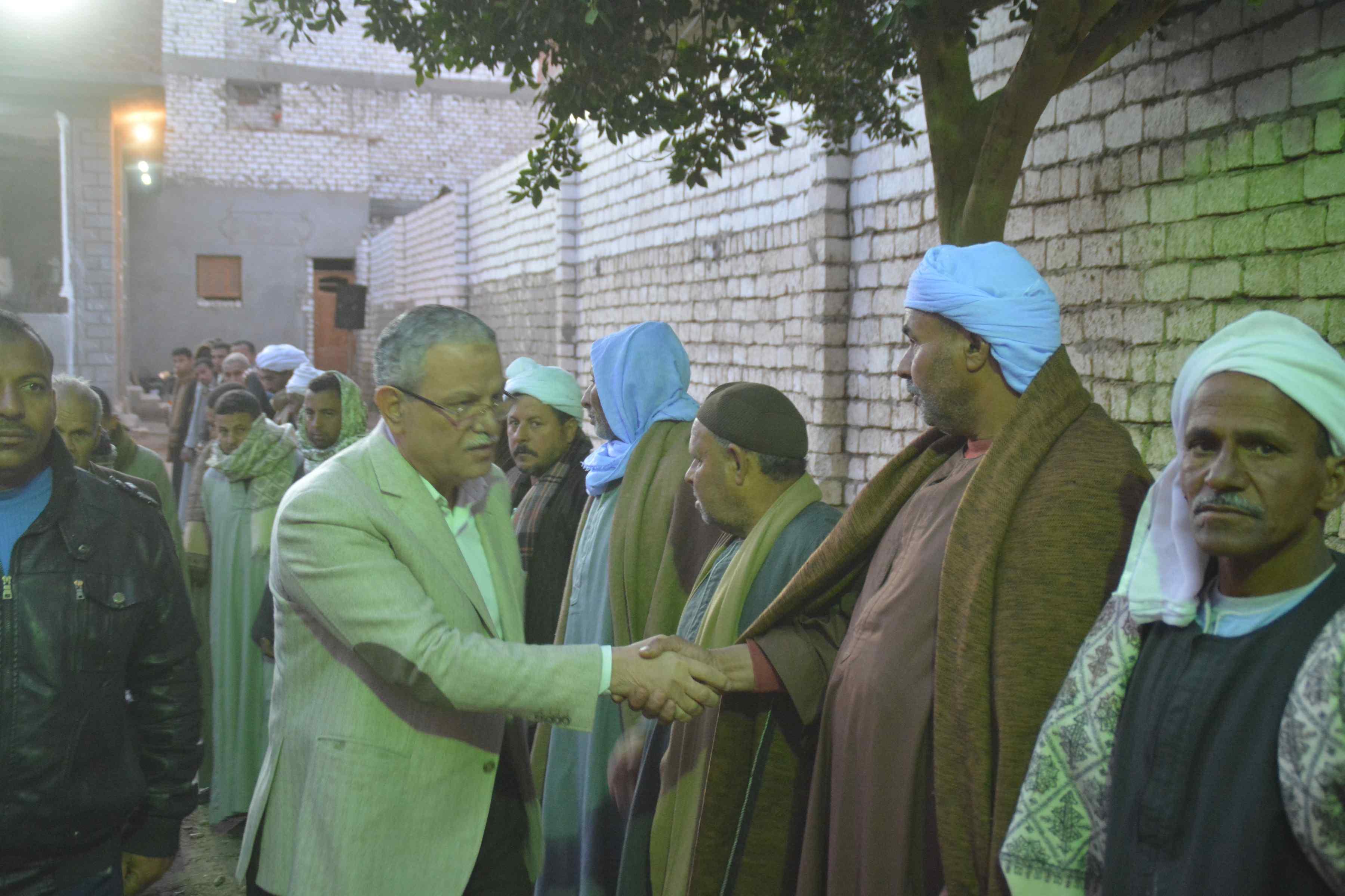 محافظ المنيا يقدم واجب العزاء لأسرة الشهيد إسلام مصطفى (4)