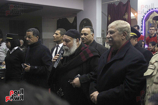 الآلاف يؤدون صلاة قداس رأس السنة بكنائس الإسماعيلية (9)