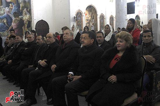 الآلاف يؤدون صلاة قداس رأس السنة بكنائس الإسماعيلية (2)