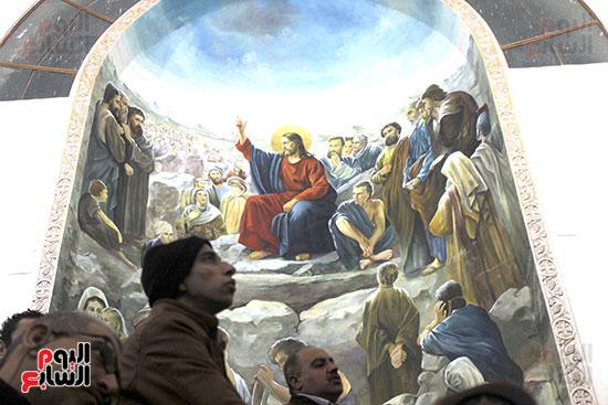الآلاف يؤدون صلاة قداس رأس السنة بكنائس الإسماعيلية (7)