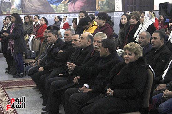 الآلاف يؤدون صلاة قداس رأس السنة بكنائس الإسماعيلية (4)