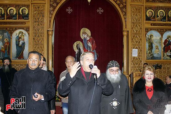 الآلاف يؤدون صلاة قداس رأس السنة بكنائس الإسماعيلية (8)