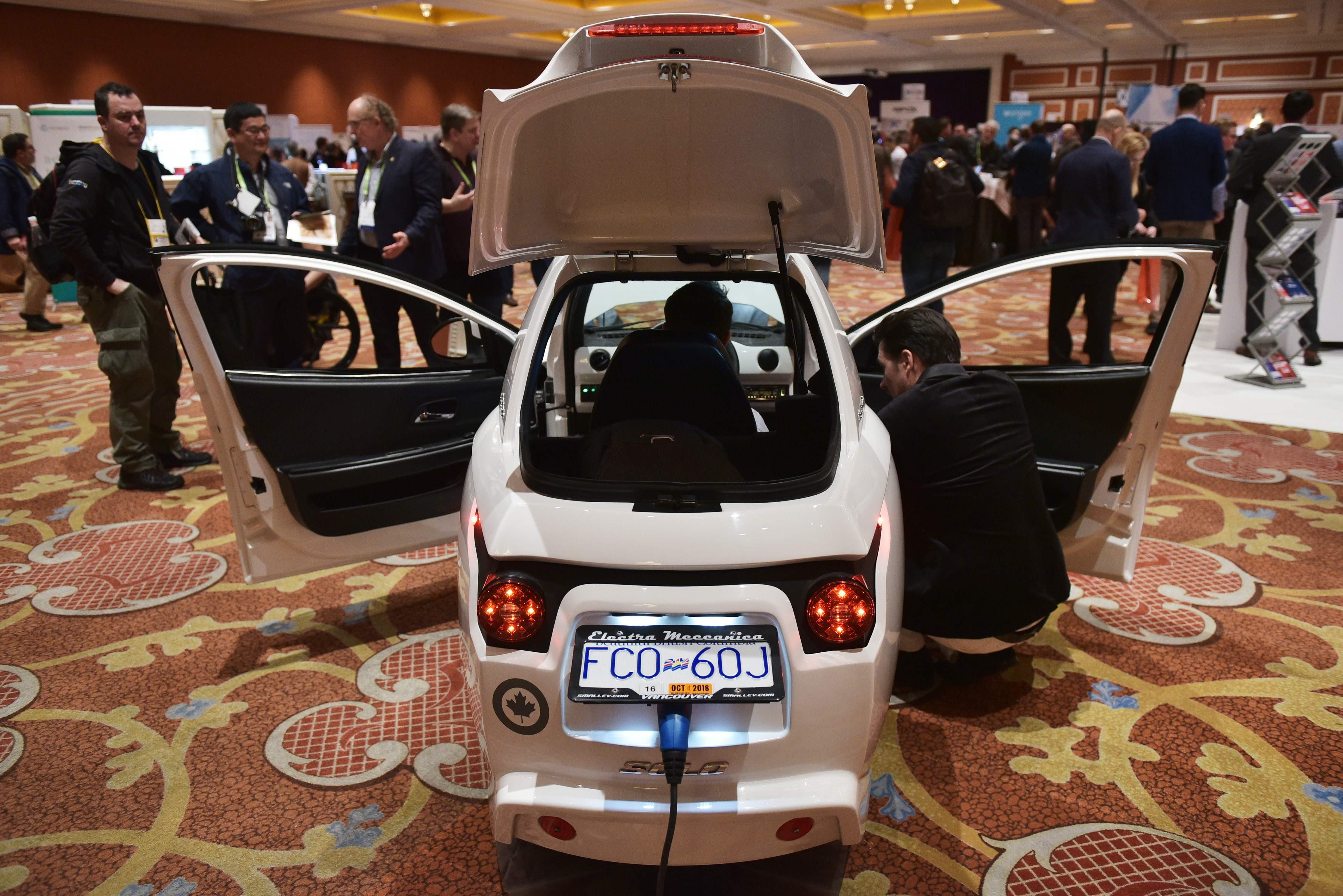 عرض سياره ذكيه شحن بالكهرباء